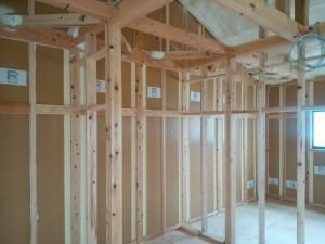 R+house住宅専用の断熱材です。壁に整形パネルを充填しています。